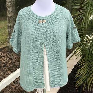 Tops - Adorable sea foam green shirt